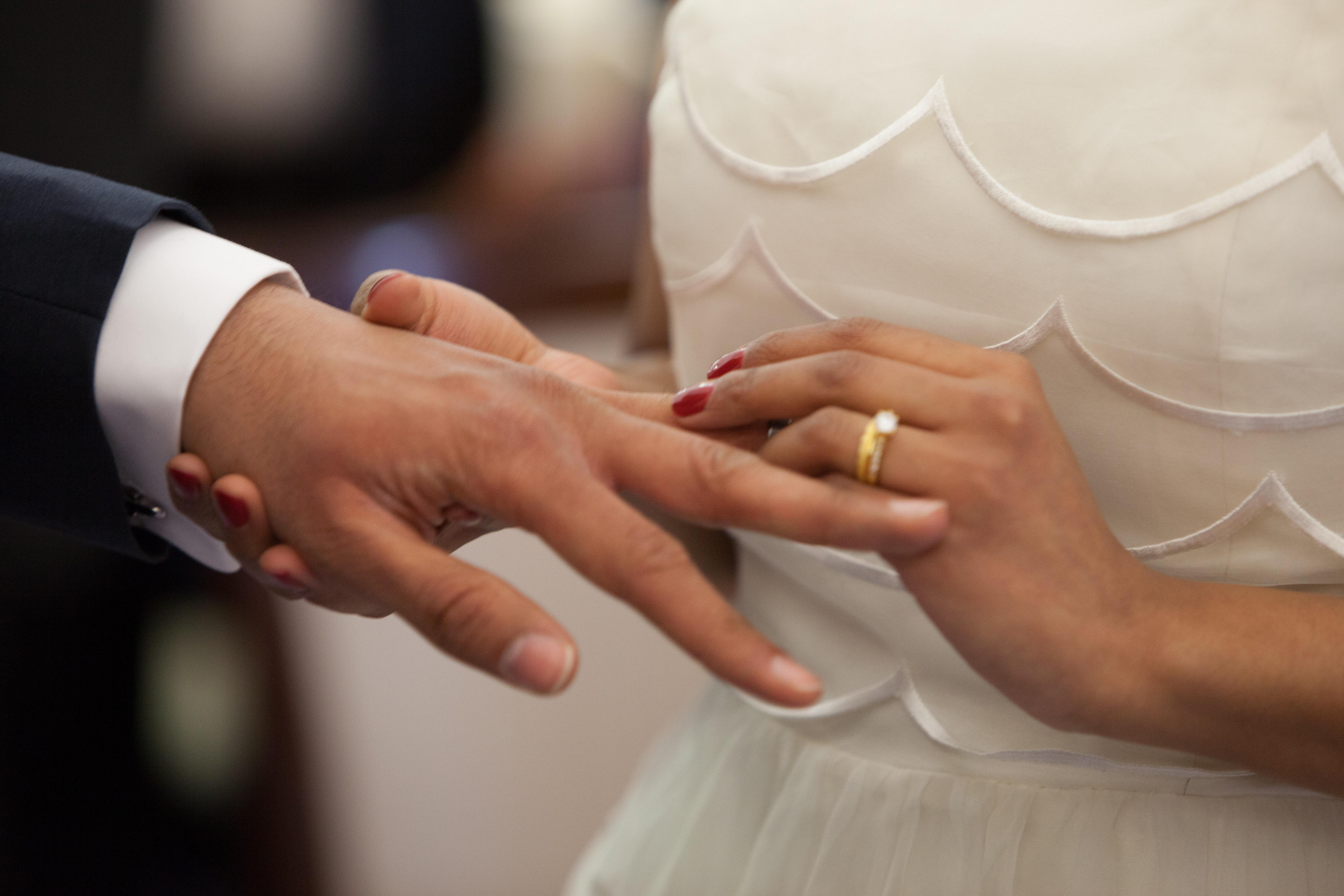 bride-dress-hands-35981